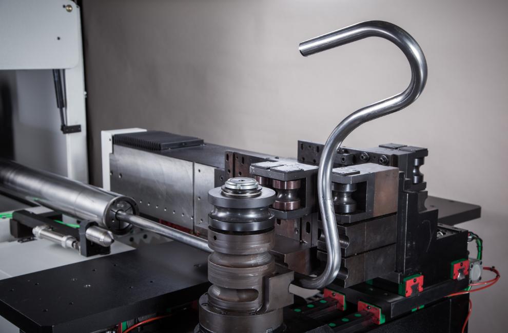 Cintrage d'un tube acier pour une fonction hydraulique.